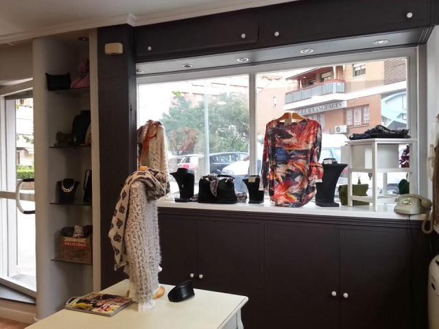 Foto tienda de ropa para mujer De Julia en FB